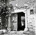 """""""Prton"""" (portal) hiše št. 43, pri Snežkovih, Brezovica 1955.jpg"""