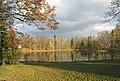 Гатчинский парк. Белое озеро осенью 02.jpg