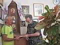 Мельников В.Н. вручает свою книгу Гаденко М.И..JPG