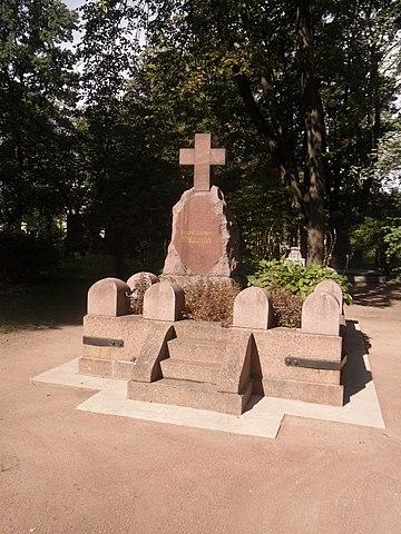 Могила Менделеева на Литераторских мостках в Санкт-Петербурге