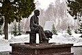 Памятник Г. Тукая перед литературно-мемориальным комплексом в Новом Кырлае.jpg