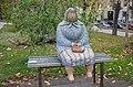 Парк імені Тараса Шевченка (Київ), скульптура бабці.jpg