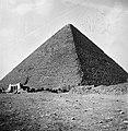 037 1941 - Great Pyramid at Giza, Egypt (by Tom Beazley) 03.jpg