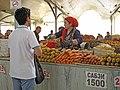 084 Eski Juva Bozori, mercat de Chorsu (Taixkent), parada de verdures, pastanagues.jpg