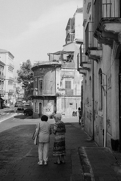 File:11 Catania 100917 IIIc Summitar 5cm Delta400.jpg