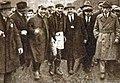 1926 (2 mai), le capitaine toulousain François Borde rentre aux vestiaires après sa quatrième finale victorieuse.jpg