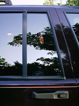 Quarter glass - Stationary quarter glass in the rear door