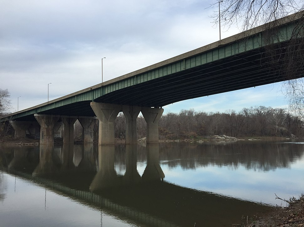 2015-12-08 14 07 24 View northeast towards the American Legion Memorial Bridge (Interstate 495) connecting Montgomery County, Maryland and Fairfax County, Virginia from the south bank of the Potomac River