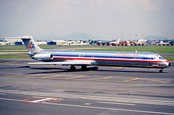 250gd - American Airlines MD-82, N472AA@MEX,24.07.2003 - Flickr - Aero Icarus.jpg