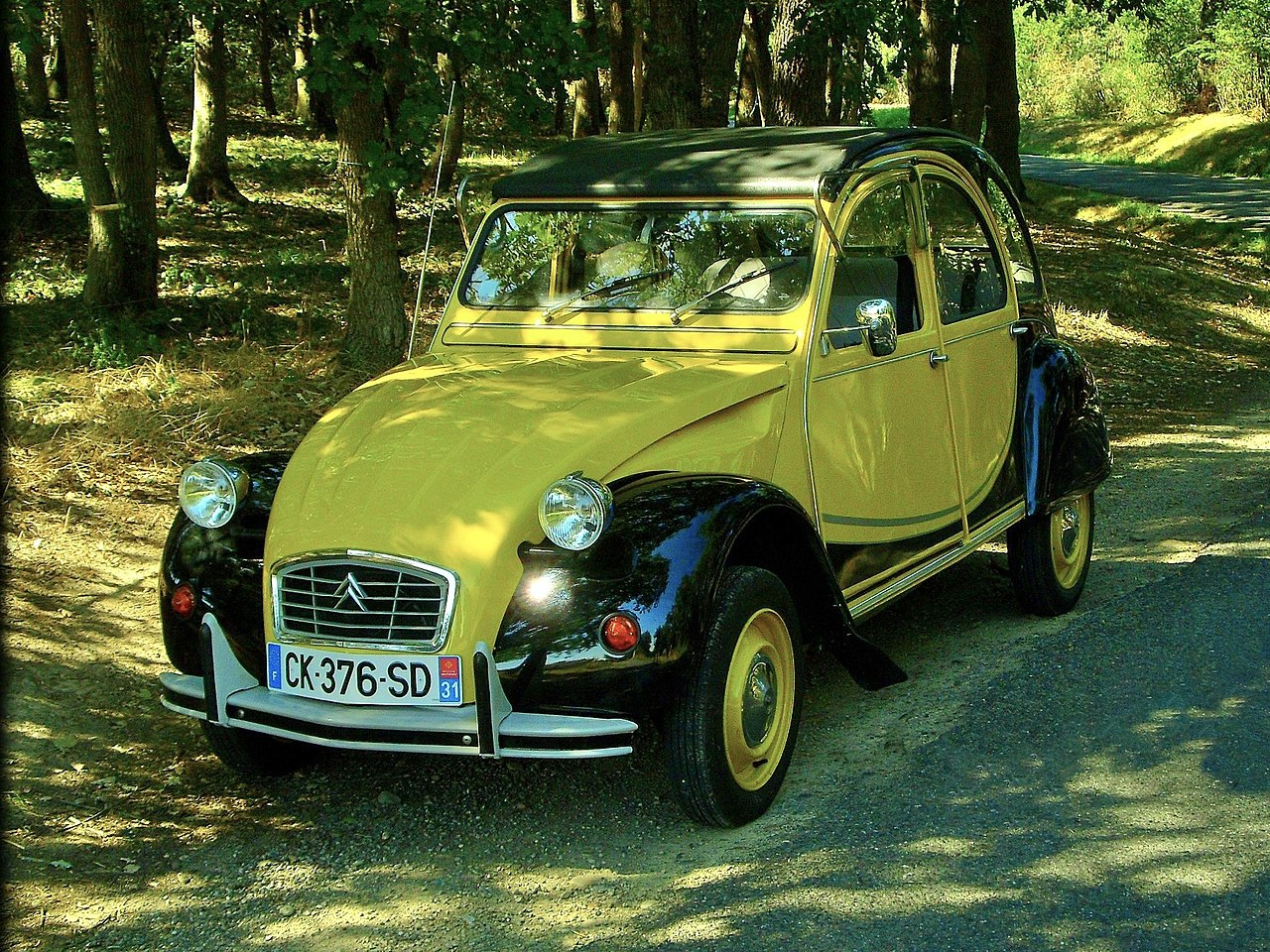 file 2cv citroen charleston jaune h u00e9lios et noir 1982 jpg
