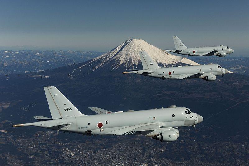 800px-3_JMSDF_Kawasaki_P-1_in_flight_with_Mount_Fuji_in_the_background.jpg