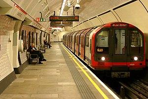 Lancaster Gate tube station - Image: 91081 92 tube stock Lancaster Gate