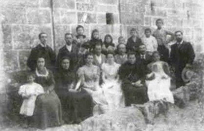 A familia de Losada Diéguez na Ramallosa en 1898, Antón é o segundo pola dereita