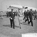 Aankomst van het Koninklijke gezelschap op het Marinevliegveld Valkenburg, Bestanddeelnr 910-5072.jpg