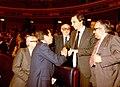 Adolfo Suárez felicita al ministro de Trabajo.jpg