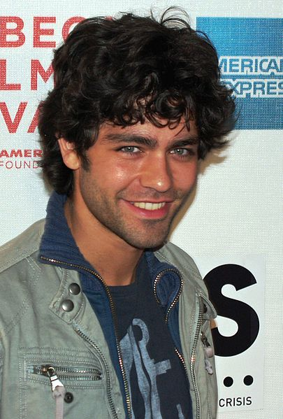 Most of the time, Adrian Grenier wear curly hair styles, a very stylish