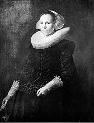 Portrait of a woman with a millstone collar and diadem cap holding gloves in her right hand