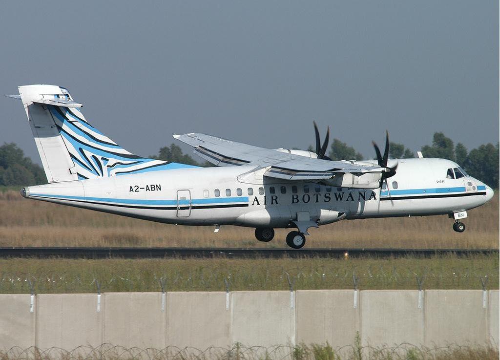 Air Botswana 소속 조종사가 ATR-42