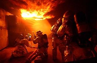 Entrainement à la lutte anti-incendie du 18e Civil Engineer Squadron Fire Department. (définition réelle 1279×834)
