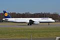 Airbus A321-200 (D-AISV) 01.jpg