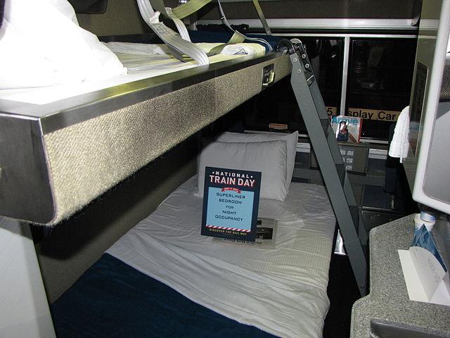 DateiAmtrak Superliner Bedroomjpg Wikipedia Classy Amtrak Bedroom