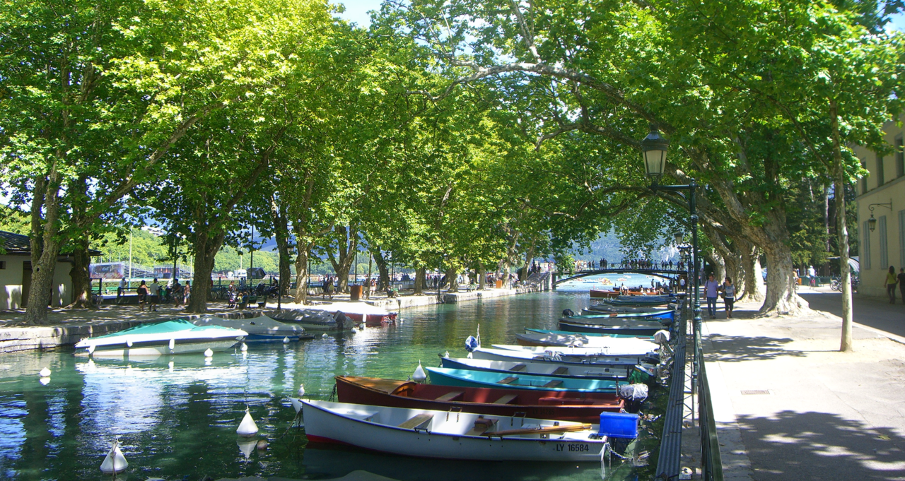 file annecy canal du vass pont des wikimedia commons. Black Bedroom Furniture Sets. Home Design Ideas