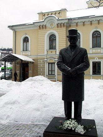 Historical Presidential Palace, Kaunas - Antanas Smetona Monument