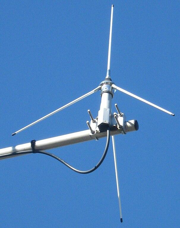 File:Antenne gp vhf 2.jpg - Wikimedia Commons