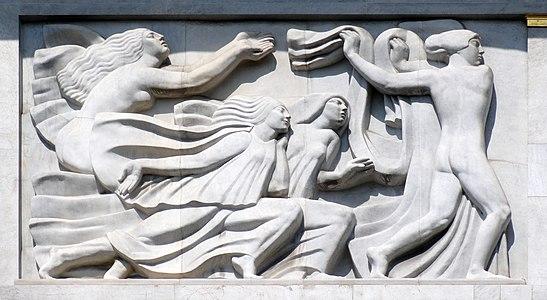 Antoine Bourdelle, 1910-12, Apollon et sa méditation entourée des neuf muses, bas-relief, Théâtre des Champs-Élysées, Paris DSC09314