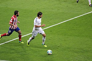 Sami Khedira - Khedira running past Atlético Madrid's Arda Turan in the Madrid derby in September 2013.