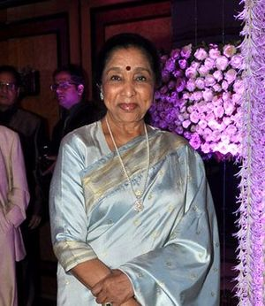Asha Bhosle - Bhosle at Sunidhi Chauhan's wedding reception
