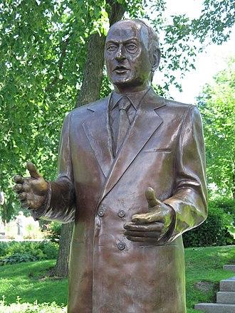René Lévesque - Lévesque sculpture in front of the Quebec Parliament Building
