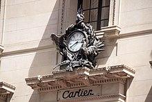 a61590da78419e L horloge devant la boutique new-yorkaise.