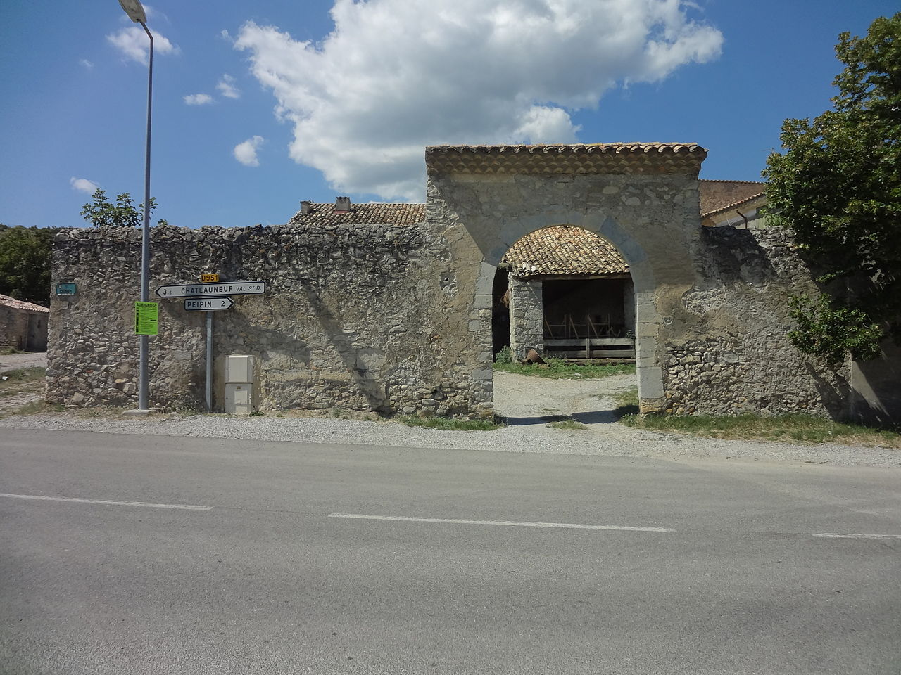 Fichier aubignosc maison noble du gravas jpg wikip dia for Origine du mot maison
