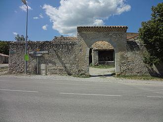 Aubignosc - Entry to the Gravas house.