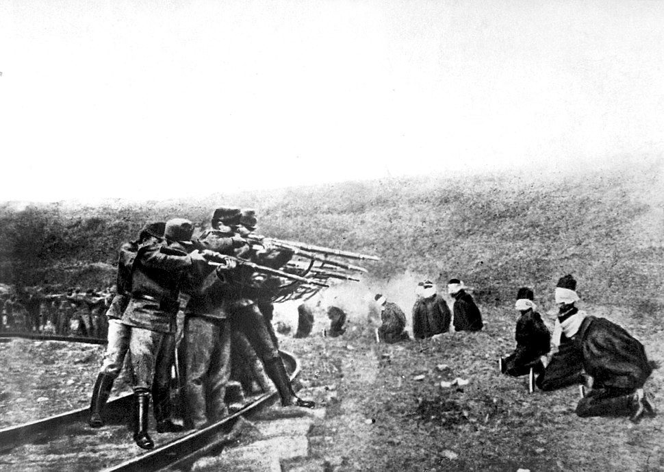 Austrian soldiers executing Serbs, 1917