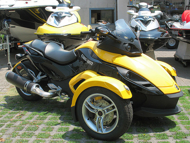 File:BRP Can-Am Spyder 990 2010 (15385790393).jpg - Wikimedia Commons