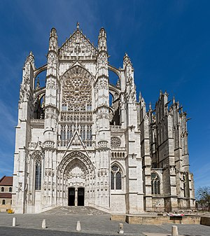 Beauvais Cathedral Exterior 2, Picardy, France - Diliff.jpg
