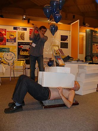 """Bed of nails - """"Magic"""" trick with smashing cinder blocks placed on a """"fakir"""""""