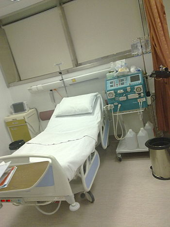 English: Dialysis machine with bed side setup