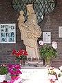 Bemmel, kapel op de heuvel, beeld OLV van de Bloeiende Betuwe.JPG