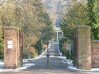 Bergfriedhof Haupteingang.JPG