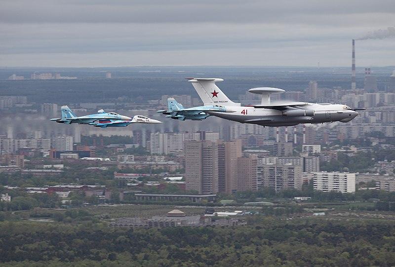 Archivo: Beriev A-50 sobre Moscú el 6 de mayo 2010.jpg