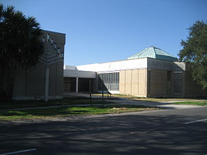 Congregation Beth Israel (New Orleans) - Beth Israel building on Canal Boulevard in 2010, gutted and vacant. Lines from long standing floodwaters are still visible.