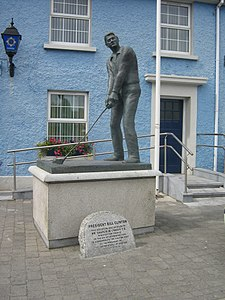 Bill Clinton Statue in Ballybunion.JPG