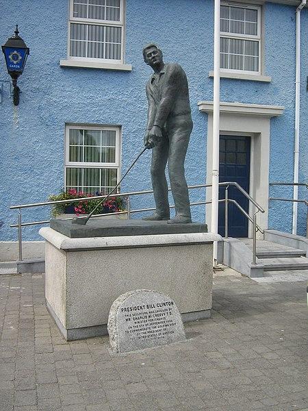 Bill Clinton Statue in Ballybunion.JPG