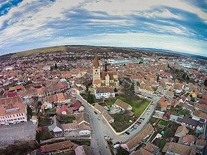 Cisnădie - Image: Biserica fortificata Cisnadie Vedere aeriana
