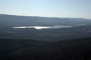 Blue Mountain Lake (Arkansas)