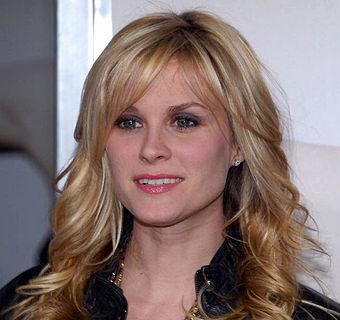 Bonnie Somerville Played Rosss Girlfriend Mona In Seven Episodes Of Season 8