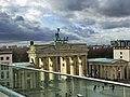 Brandenburger Tor auf Augenhöhe mit Quadriga.jpg
